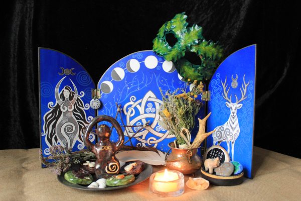 Triptych – magical desk display