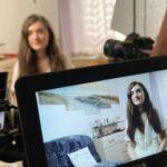 Aviva (18) aus München engagiert sich in der jüdischen Gemeinde. / Foto: ZDF und Jan Tenhaven