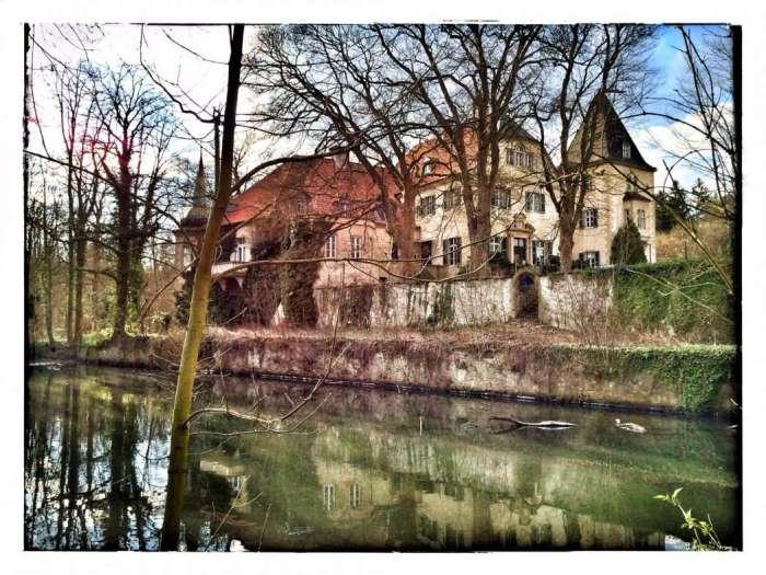 Haus Ruhr mit Wassergraben