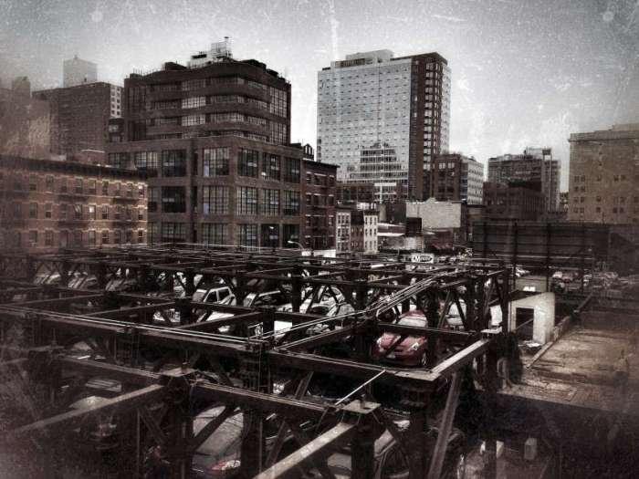 Blick von High Line auf ein Parkhaus