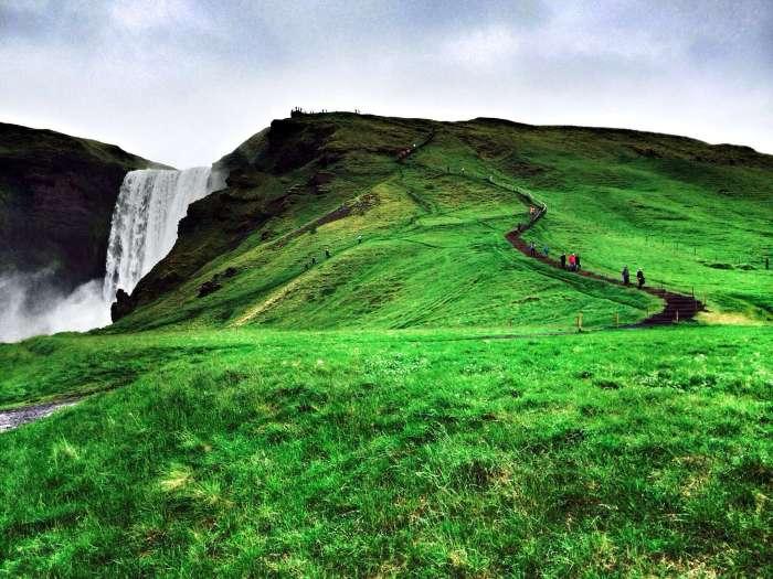 Sattes Grün ist typisch für Island