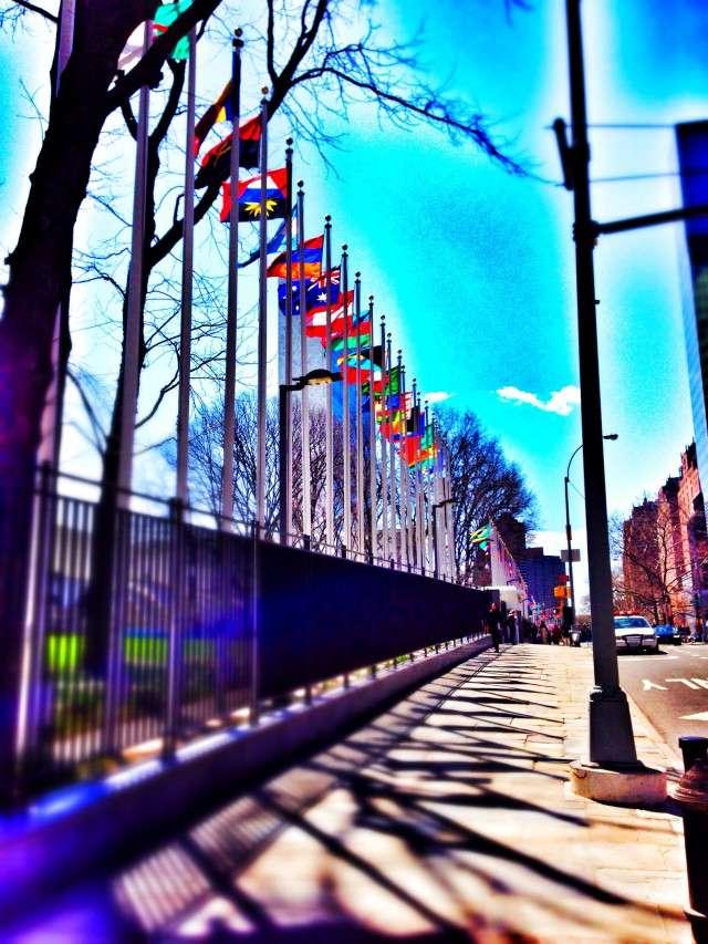 Fahnen vor dem UNO-Gebäude