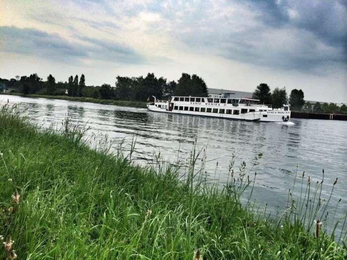 Die Santa Monika auf dem Dortmund-Ems-Kanal