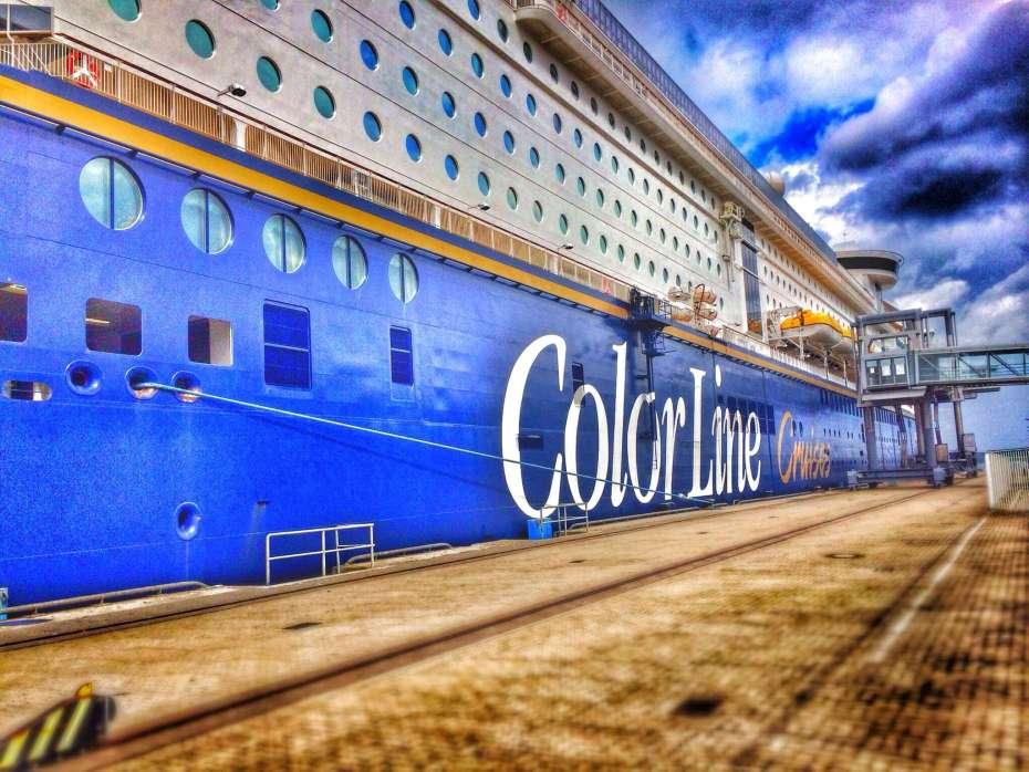 Das Schiff im Hafen von Kiel