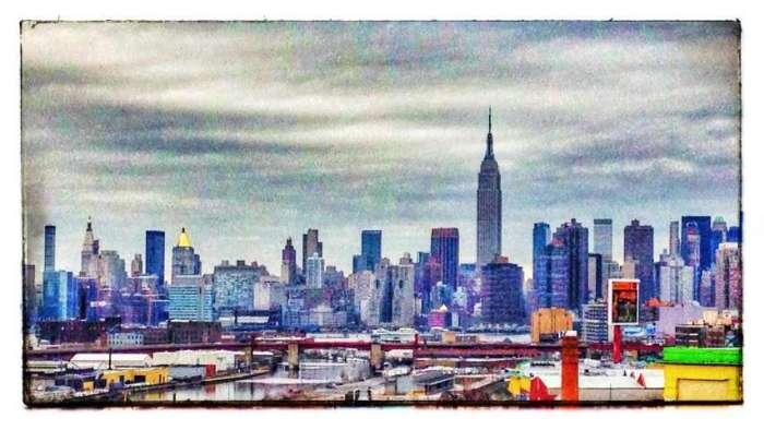 Blick aus Queens auf die Skyline von Manhattan