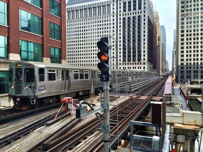 Die Hochbahn fährt rund um die City
