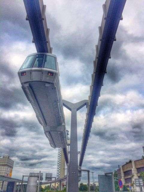 Der Skytrain am Düsseldorfer Flughafen ist die jüngere Schwester der Dortmunder H-Bahn