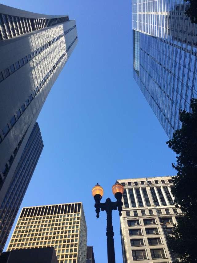 Blick in den Himmel über Chicago