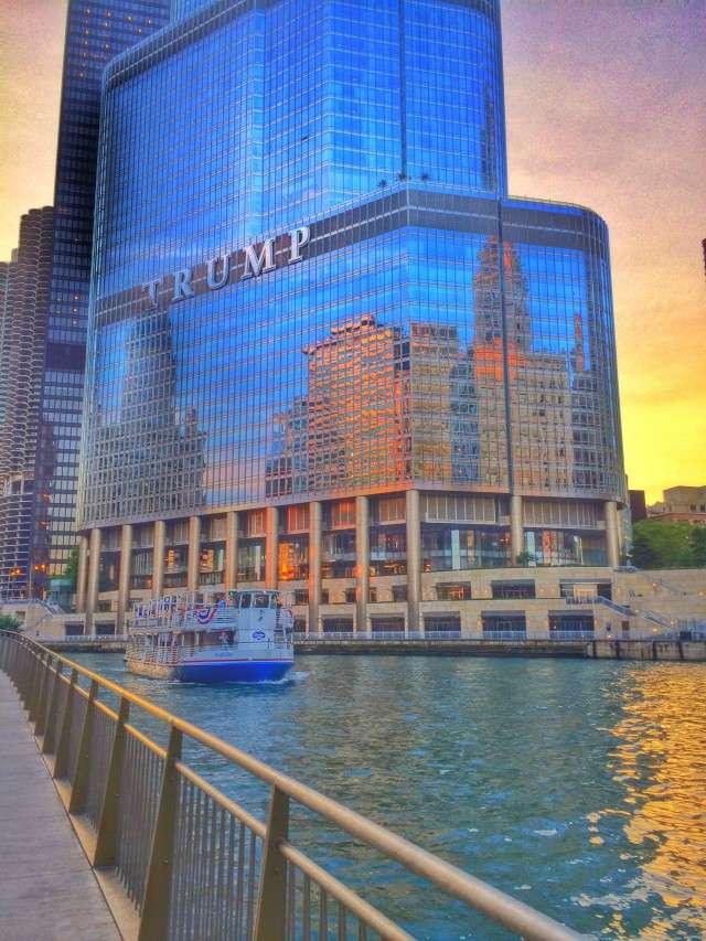 Der Trump Tower liegt direkt am Chicago River