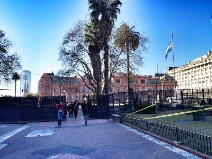 Schutzzaun vor Parlament