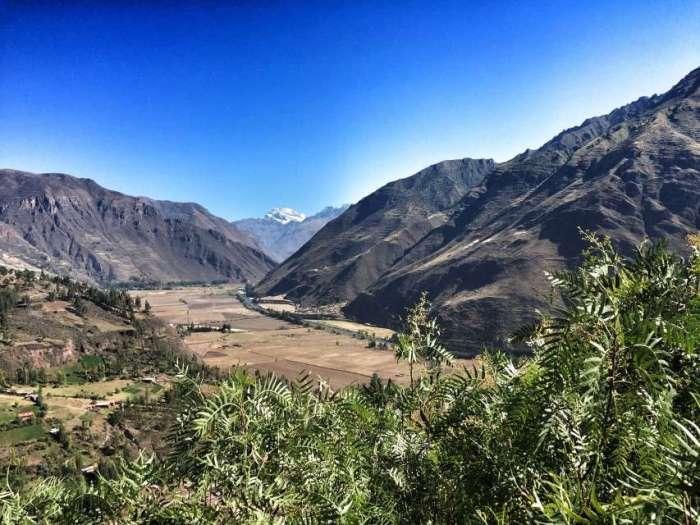 Die Landschaft im peruanischen Hochland ist karg