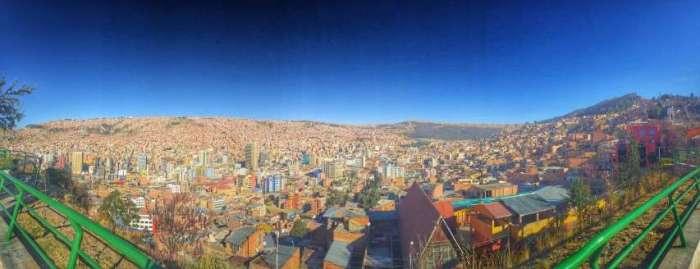 La Paz liegt in einem Talkessel auf 3.800 Meter Höhe und ist total zugebaut