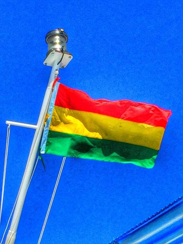 Die traditionelle Flagge von Bolivien