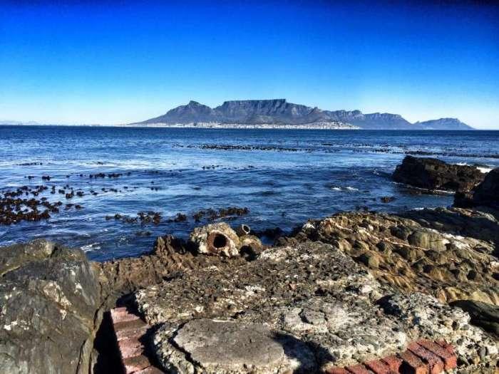 Blick in die Freiheit von Robben Island auf den Tafelberg und Kapstadt