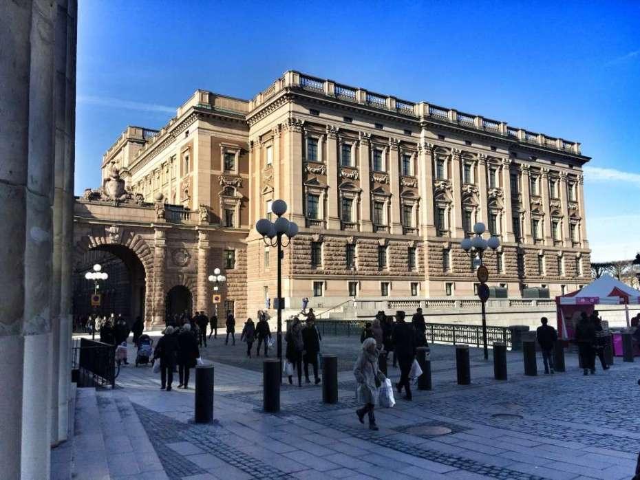 Das Parlament am Rande der Altstadt