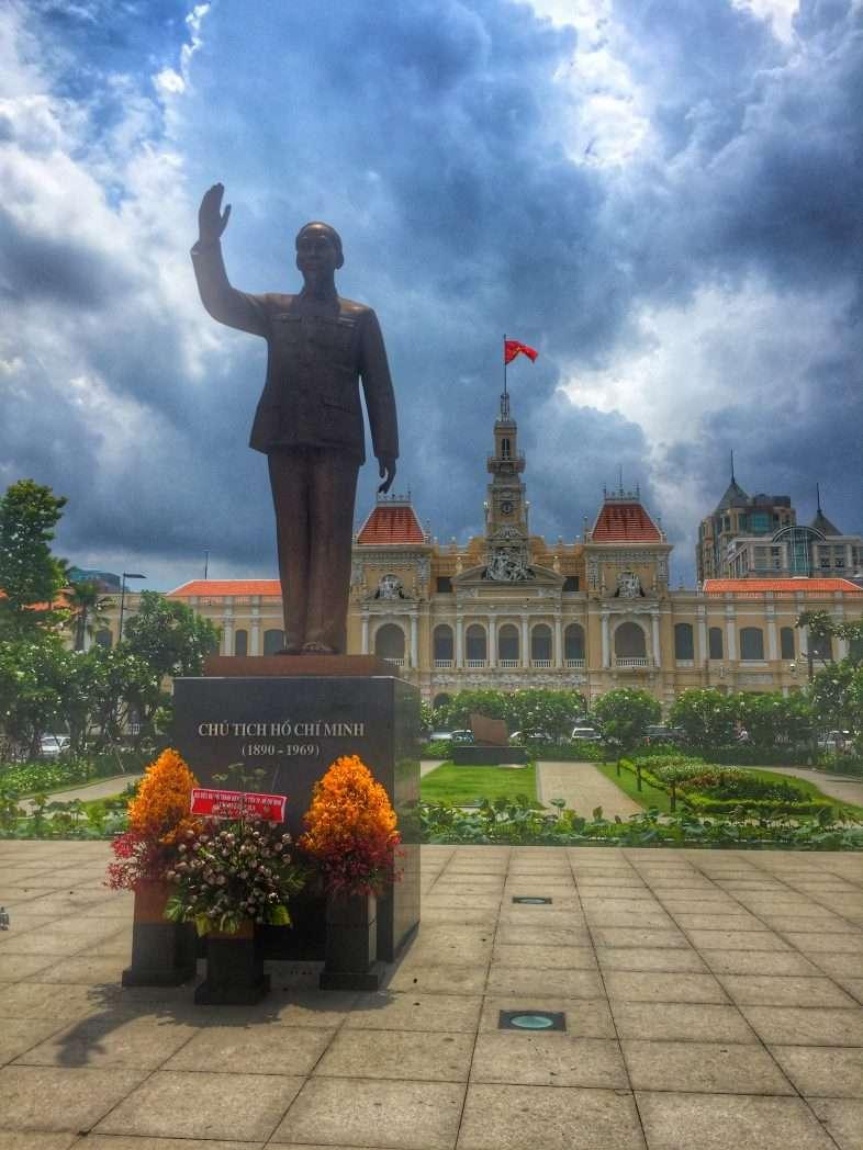 Ho Chi Minh vor dem historischen Rathaus