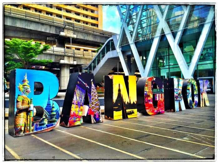 Bangkok-Zeichen vor der Central World