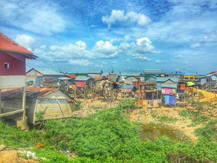 Auf Stelzen gebautes Dorf am See
