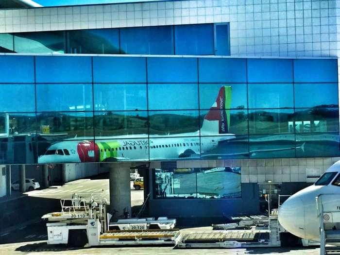 TAP-Flugzeug auf dem Flughafen in Lissabon