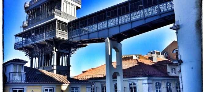 Mit dem Aufzug in Lissabon