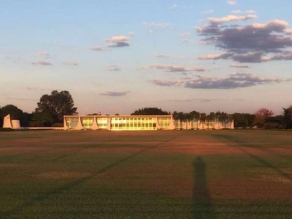 Der Präsidentenpalast am Stausee