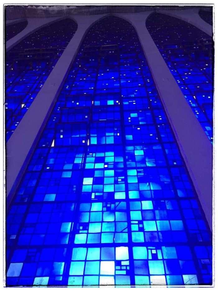 Das Blau wird nach oben dunkler