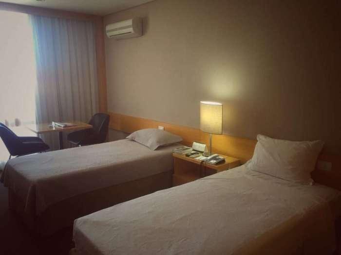 Die Zimmer sind modern und schlicht