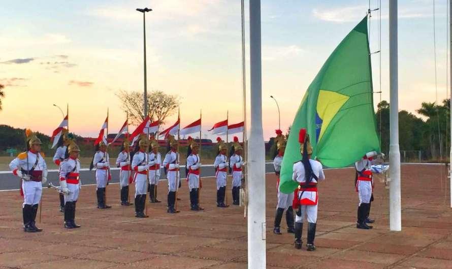 Die Präsidentenpaläste und der Wachwechsel in Brasilia