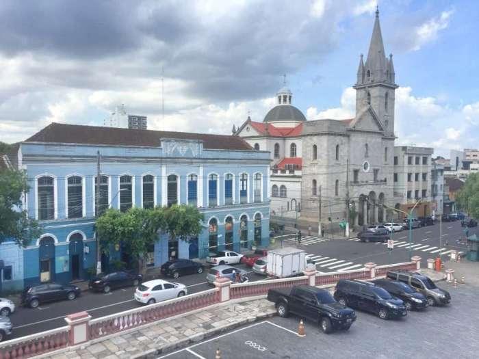 Blick vom Opernhaus auf die restaurierten Gebäude
