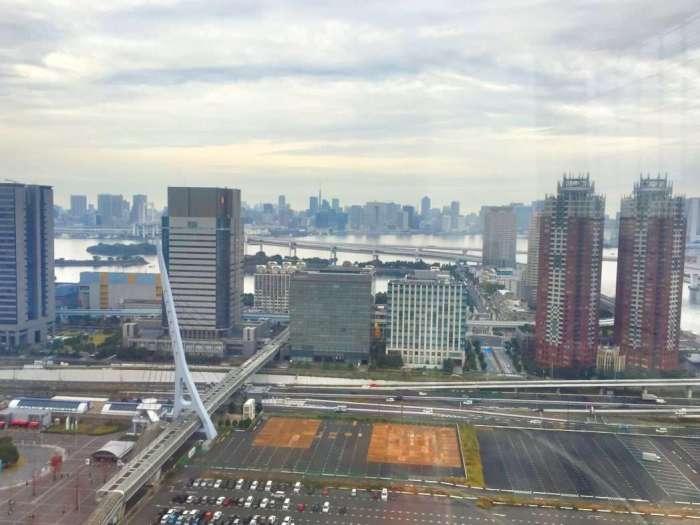 Blick vom Riesenrad auf Odaiba (im Hintergrund Tokio)