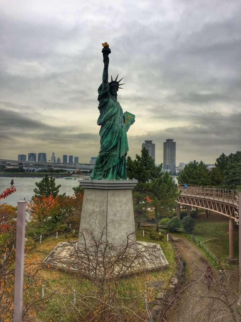 Die japanische Freiheitsstatue auf Odaiba