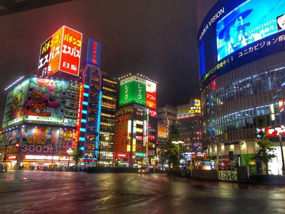 Tokio schläft nie, entsprechend lange haben die Geschäfte geöffnet