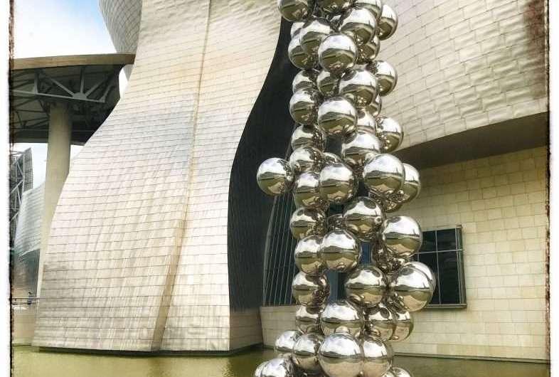 Tall Tree and the Eye – der Kugel-Baum am Guggenheim