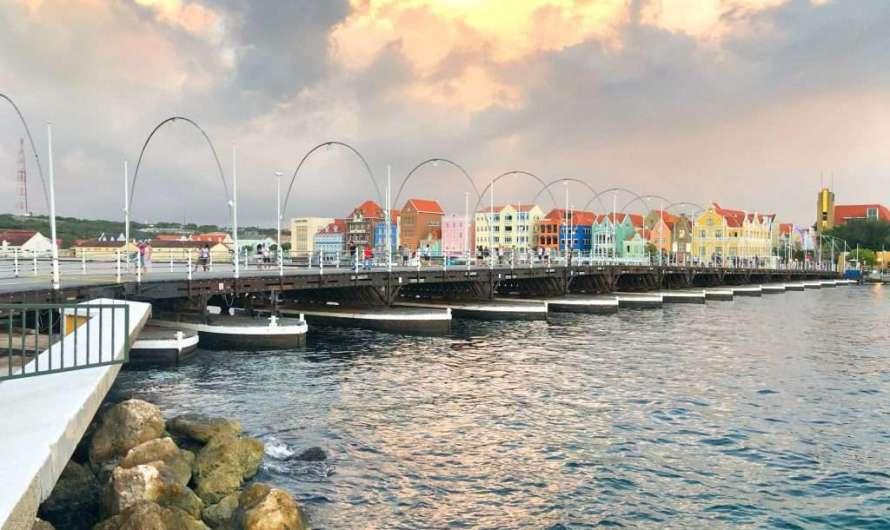 Die Queen-Emma-Bridge in Willemstad