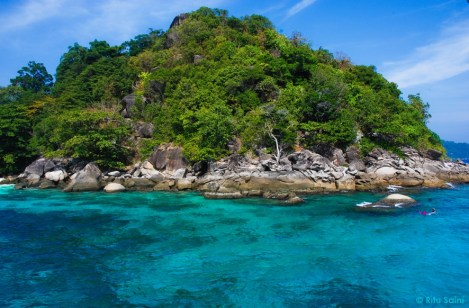 Turquoise blue waters of Similan : a diving & snorkeling destination