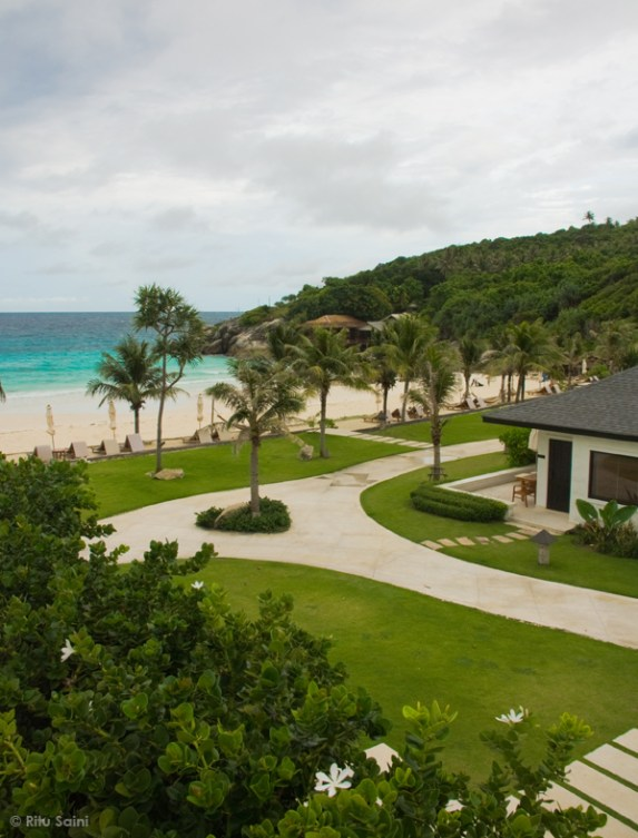 Emerald waters of the ocean at The Racha