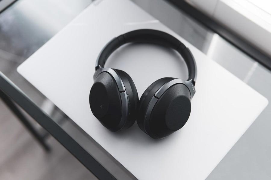 Wired Headphones vs Wireless Headphones