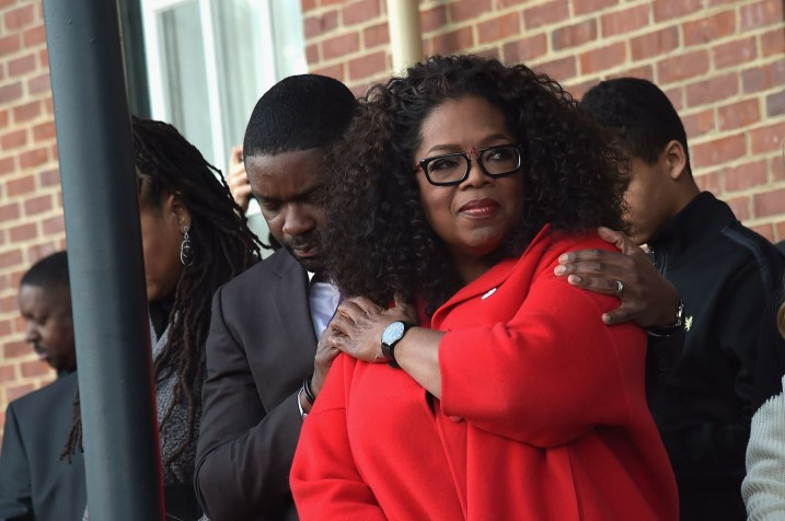 SELMA, AL - JANUARY 18: EDITORIAL USE ONLY- David Oyelowo and Oprah Winfrey share a moment during a special ceremony at Selma City Hall with Selma Mayor George Evans on January 18, 2015 in Selma, Alabama. (Photo by Rick Diamond/Getty Images for Paramount Pictures) *** Local Caption *** David Oyelowo; Oprah Winfrey