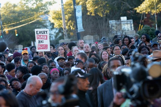 SELMA, AL - JANUARY 18: EDITORIAL USE ONLY Crowds gather during a commemorative march to the Edmund Pettus Bridge on January 18, 2015 in Selma, Alabama. (Photo by Rick Diamond/Getty Images for Paramount Pictures)