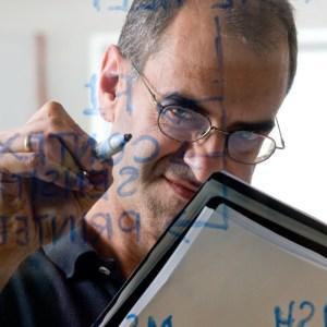 Portrætfoto til hjemmeside og nyhedsbreve her med Robbien sem er It udvikler - <i>Amager, Billeder, Billedkomponisten, Billedudstillinger, Bryllupsfoto, Copenhagen, Erhvervsfoto, Forskning, Fotograf, Fotografi, Fotostudie, Gruppefoto, Hjemmesidefoto, It, It Nørd, It Tekinkker, It Udviklere, København, Linledinfoto, Lnkedinportræter, Magasinfoto, Medarbejderfoto, Miljøfoto, Nyhedsbreve, Patienter, Photographer, Portrait, Portraitphoto, Portrætfoto, Reklamefoto, Reportagefoto, Robbien, Studiofoto, Teknologi, Virksomhedsfoto, Webfoto, Weilesfoto, Westerdahl</i>