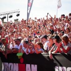 Publiken vid målgången på Ironman är ovärderlig!