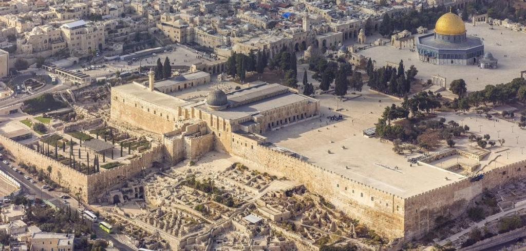 israel-20132-aerial-jerusalem-temple_mount-al-aqsa_and_dome_of_the_rock_se_exposure_0