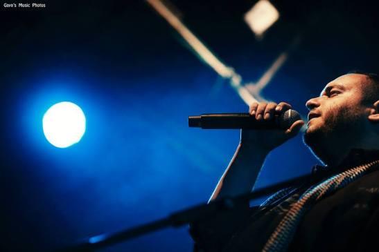 """""""ככה זה כשמכורים""""– תום יוגב על האלבום החדש של שי צברי, וקצת על ההופעות בדרך"""