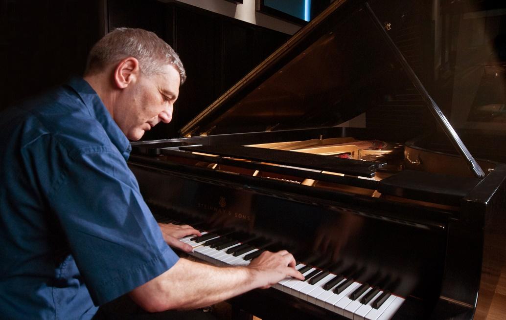 ערב טוב /// שיחה עם פסנתרן הג'אז ארי ערב