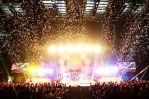 容納2萬2千人的「埼玉超級競技場」內演出,聲勢浩蕩