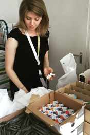 Melina Knabe prepares snack boxes for refugees in Germany.