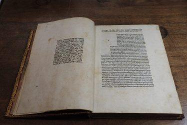 DSCN2816 A Book Fit for Royals