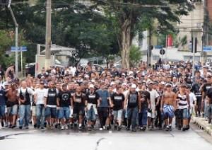Torcida organizada: futebol ou barbárie?