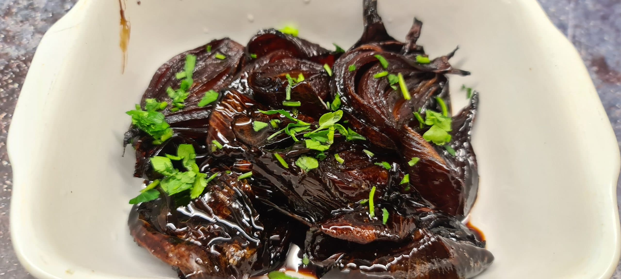 You are currently viewing Balsamic Glazed Red Onions
