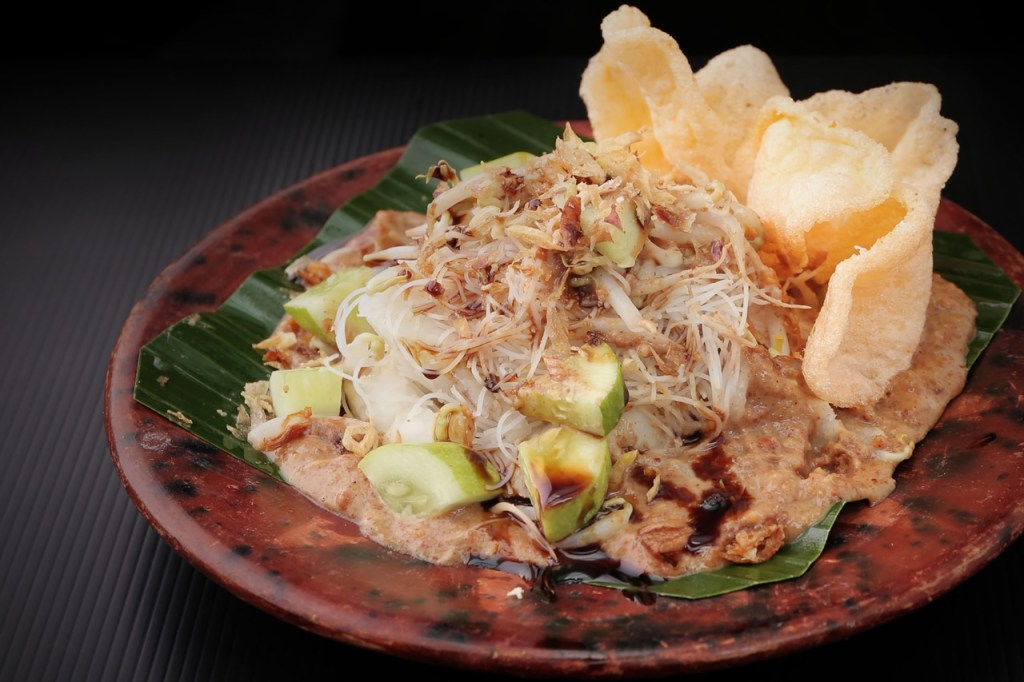 Traditional Indonesian food: Ketoprak